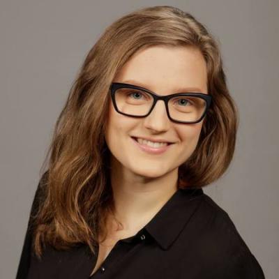 Rintakuva Näkövammaisten liiton sosiaaliturvapäällikkö Laura Tolkkisesta