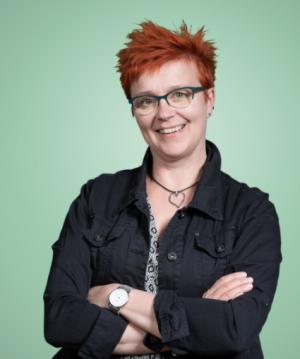 Rintakuvassa Ulla Vehkaperä