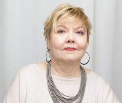 Rintakuva Lea Suoninen-Erhiöstä