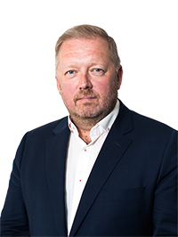 Jukka Tahvanainen rintakuvassa.