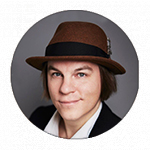 Frank Martelan kasvokuva - ruskea panama-hattu päässä