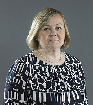 Rintakuvassa Anne Ylönen